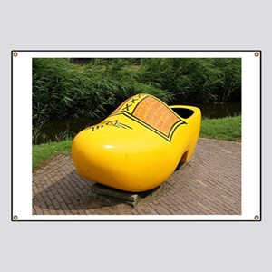 Giant yellow clog, Holland Banner