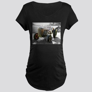 Old Tractor farm machine Maternity T-Shirt