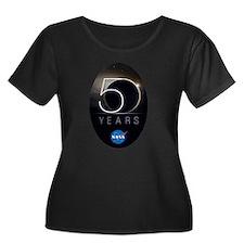 NASA @ 5 Women's Plus Size Scoop Neck Dark T-Shirt