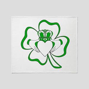 Claddagh-01 Throw Blanket