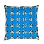 Crappie six star Everyday Pillow