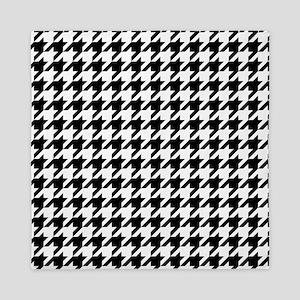 Black: Houndstooth Checkered Pattern Queen Duvet