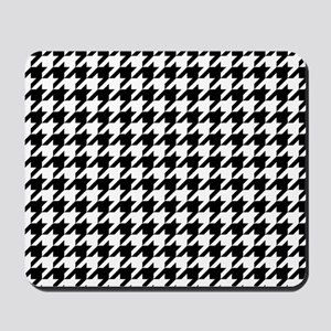 Black: Houndstooth Checkered Pattern Mousepad