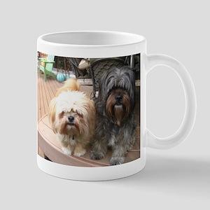 dark and light dog Mugs