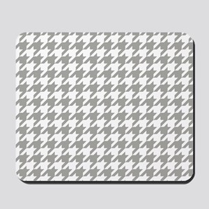 Grey, Fog: Houndstooth Checkered Pattern Mousepad