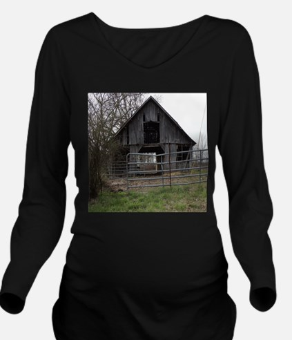 Old Weathered Farm Barn Long Sleeve Maternity T-Sh