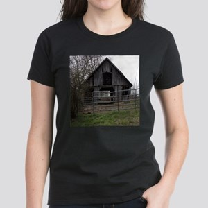 Old Weathered Farm Barn T-Shirt