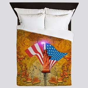 The Statue of Liberty with USA flag Queen Duvet