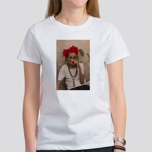 Old lady smoking cuban cigar in Havana T-Shirt