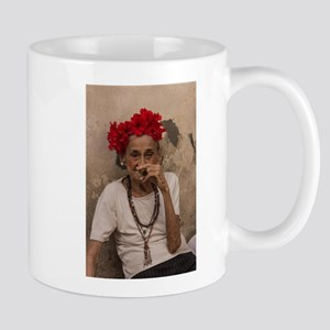 Old lady smoking cuban cigar in Havana Mugs