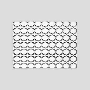 Moroccan Arabesque Black and White 5'x7'Area Rug