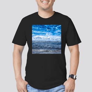 Cloudy day on the beac Men's Fitted T-Shirt (dark)