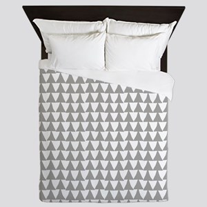 Grey, Fog: Triangle Arrows Pattern Queen Duvet