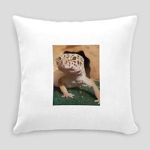 Leopard gecko Everyday Pillow
