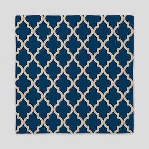 Moroccan Quatrefoil Pattern: Dark Blue Queen Duvet