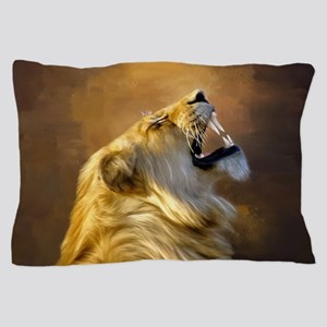 Roaring lion portrait Pillow Case