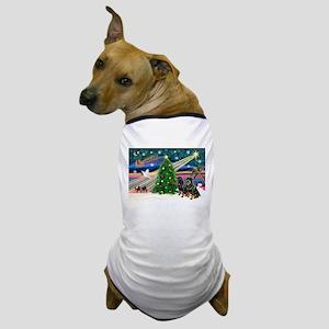 XmasMagic/2 Rotties Dog T-Shirt