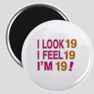 I Look 19 Magnet