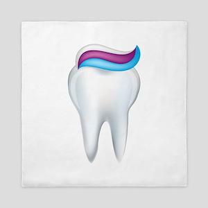 Tooth with toothpaste art Queen Duvet