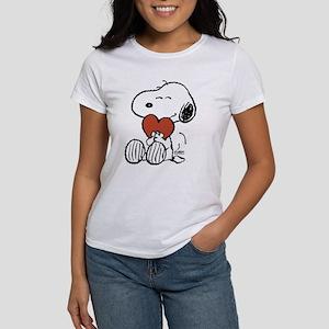 Snoopy Hugs Heart Women's Classic T-Shirt