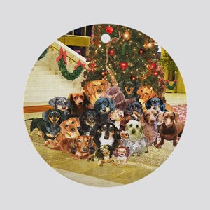 A Dachshund Family Christmas Ornament (Round)