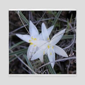 White Sand Lily Flower Queen Duvet