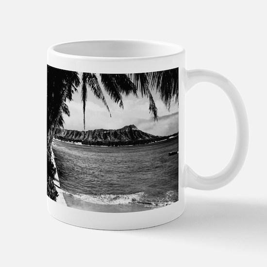 Honolulu, Hawaii - View of Diamond Head Mugs