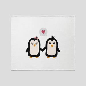 Penguins in love Throw Blanket