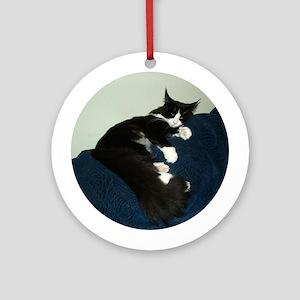 B&W Maine Coon Cat Draped Keepsake (Round)