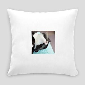 sleeping tuxedo cat Everyday Pillow