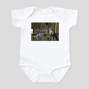 Giraffe Baby Mama Kiss Infant Bodysuit