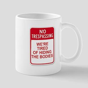 NO TRESPASSING - HIDING BODIES Mugs