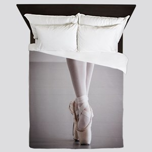 Ballet Dancer Legs in Pointe Shoes Queen Duvet