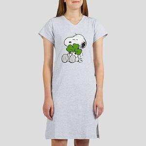 Snoopy Hugging Clover Women's Nightshirt