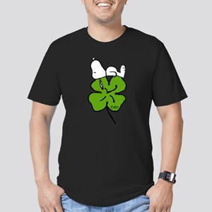 Snoopy Hugging Clover Men's Fitted T-Shirt (dark)