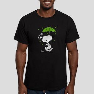 Snoopy Raining Clovers Men's Fitted T-Shirt (dark)