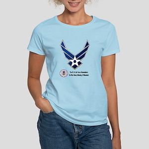 USAF Remembers Women's Light T-Shirt