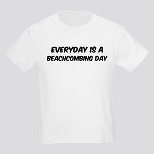 Beachcombing everyday Kids Light T-Shirt