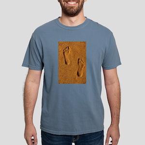 sand footprints, T-Shirt