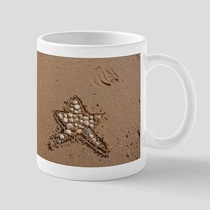 star 2 on beach Mugs