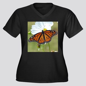Monarch Butterfly on Cosmos Plus Size T-Shirt