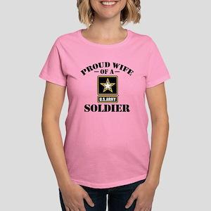 Proud U.S. Army Wife T-Shirt