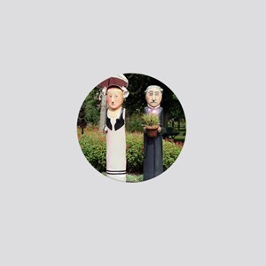 Old married couple sculptures Mini Button