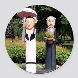Old married couple sculptures Round Car Magnet