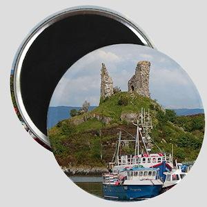 Moil Castle, near Kyleakin, Isle of Skye, Magnets