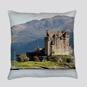 Eilean Donan Castle, Scotland, Uni Everyday Pillow