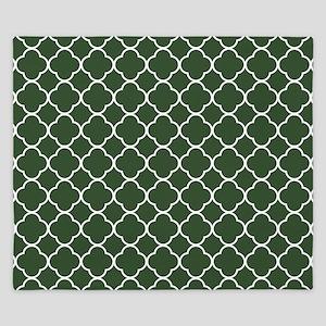 Green, Pine: Quatrefoil Clover Pattern King Duvet