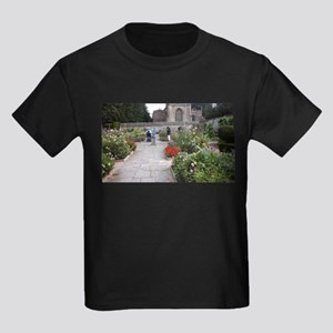 Avebury manor courtyard T-Shirt