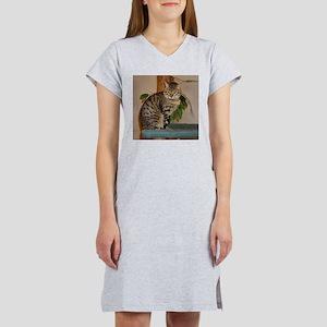 egyptian mau sitting 2 T-Shirt