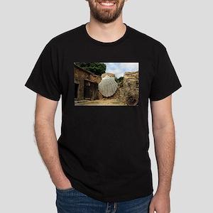 Giant scallop shell, El Camino T-Shirt